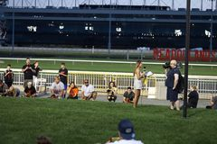 2de Jaarlijkse Worstjehond Derby Starting Line royalty-vrije stock afbeeldingen