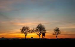 De jacht brengt bij zonsondergang onder Stock Foto