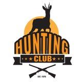 De jacht of het symboolembleem van de jagersclub met herten en kanon vector illustratie