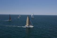 De jachten concurreren in Team Sailing Event royalty-vrije stock afbeelding