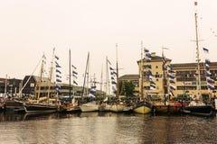 De jachten en de boten bij de show tijdens jaarlijks het jachtfestival van Oostende riepen Oostende Voor Anker Stock Foto