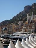 De jachten en flatgebouwen met koopflats Monte Carlo Monaco Europe van de havenmening Stock Afbeelding