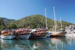 De jachten van het toeristengenoegen in haven Fethiye, Turkije Royalty-vrije Stock Foto's