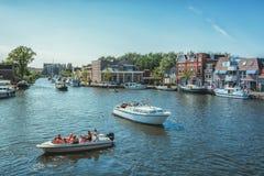 De jachthaven bij de Frisian-stad van Sneek in Nederland stock afbeeldingen