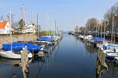 De jachthaven en het meer van de Nederlandse stad Veere stock foto