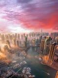 De Jachthaven van Doubai met kleurrijke zonsondergang in Doubai, Verenigde Arabische Emiraten stock afbeeldingen