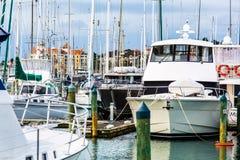 De Jachthaven van de golfhaven - Peninsulaire Whangaparaoa stock fotografie
