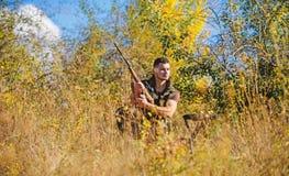 De jachtstrategie of methode om van het richten de plaats te bepalen en gericht dier te doden De jachtvaardigheden en strategie J royalty-vrije stock fotografie
