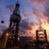 De Jack equipamento de perfuração para a exploração do petróleo acima Fotos de Stock Royalty Free