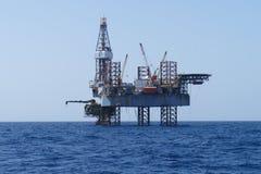De Jack equipamento a pouca distância do mar acima e a plataforma da produção Imagens de Stock Royalty Free