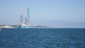 De Jack plate-forme de forage de forage de pétrole dans le chantier naval pour l'entretien à Dundee, Ecosse, R-U banque de vidéos
