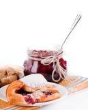 De jam en de croissant van het huis met een kers Royalty-vrije Stock Foto's