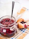 De jam en de croissant van het huis met een kers Royalty-vrije Stock Foto