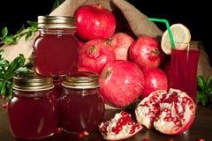 De jam en het sap van de granaatappel stock fotografie