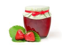 De Jam van de aardbei met Verse Aardbeien Royalty-vrije Stock Afbeeldingen