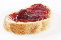 De Jam van de aardbei op Brood Focaccia Stock Foto