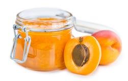 De jam van de abrikoos die op wit wordt geïsoleerdl Royalty-vrije Stock Foto's