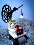 31 de janeiro de 2016, Bacau - Romênia: Astronauta de LEGO na lua imagens de stock