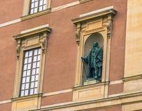 21 de janeiro de 2017: Estátua no palácio real de Éstocolmo, sueco Fotografia de Stock