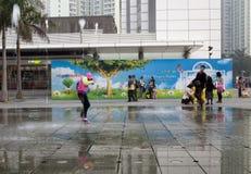 21 de janeiro de 2015, Hong Kong: crianças da mostra do obturador da velocidade lenta Fotografia de Stock Royalty Free