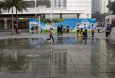 21 de janeiro de 2015, Hong Kong: crianças da mostra do obturador da velocidade lenta Fotografia de Stock