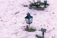 22 de janeiro de 2017: Lâmpada que decora sepulturas no cem de Skogskyrkogarden Fotos de Stock
