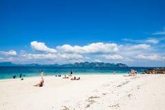 19 de janeiro de 2014: Turista na praia em Tailândia, Ásia A Po-Dinamarca Isla Imagem de Stock