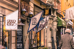 21 de janeiro de 2017: Turistas pelo restaurante de Aifur no velho a Fotos de Stock