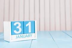 31 de janeiro dia 31 do mês, calendário no fundo de madeira inverno no conceito do trabalho Espaço vazio para o texto Imagem de Stock