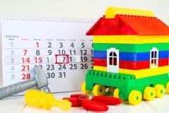 17 de janeiro Dia 17 do mês no calendário, nas ferramentas do brinquedo e na brancos Foto de Stock