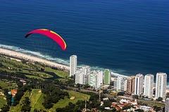 de janeiro paragliding rio Arkivbilder