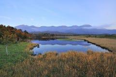 De Japanse bergen overdenken het meer royalty-vrije stock fotografie