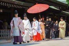 De Japanse ceremonie van het shintohuwelijk Stock Afbeeldingen