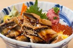 De Japanse kom van de vissenrijst met geroosterde overzeese paling Stock Foto's