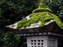 De Japanse lantaarn van de steen Stock Afbeelding
