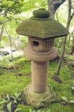 De Japanse Lantaarn van de Steen royalty-vrije stock afbeelding
