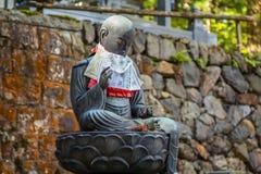 De Japanse Standbeelden van Boedha (Jizo Bodhisattva) in Koyasan (MT Koya) gebied Stock Foto