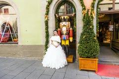 De Japanse vrouw draagt een huwelijkskleding in Rothenburg ob der Tauber stock fotografie