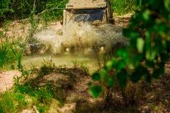 De jeep aventures dehors Offroader d'expédition Suv de safari Le véhicule tous terrains marche à la montagne trekking du voyage 4 image libre de droits