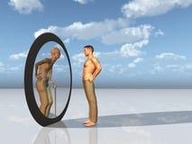 De jeugd ziet toekomstige zelf in spiegel Stock Fotografie