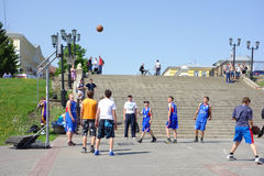 De jeugdbasketbal op de straat Royalty-vrije Stock Afbeelding