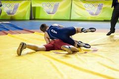 De jeugdcompetities bij het sportieve worstelen Stock Afbeelding