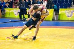 De jeugdcompetities bij het sportieve worstelen Stock Foto