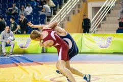 De jeugdcompetities bij het sportieve worstelen Stock Foto's