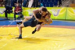 De jeugdcompetities bij het sportieve worstelen Royalty-vrije Stock Fotografie