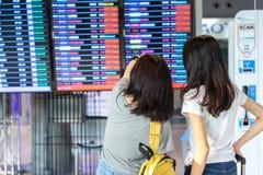 De jeune fille d'Asiatique voyageur ensemble Photographie stock
