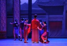 De jeune marié de robe-Le à l'acte d'abord des événements de drame-Shawan de danse du passé Image stock