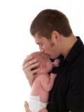 De jong zuigeling van de vaderholding en het kussen hoofd stock foto's