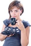 De jonge aantrekkelijke vrouw drinkt koffie stock afbeeldingen