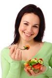 De jonge aantrekkelijke vrouw eet plantaardige salade Royalty-vrije Stock Afbeelding